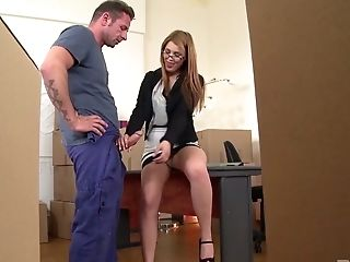 Hanna Montada Is Having Hook-up With Her Colleague In The Warehouse