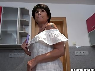 Dirty Solo Matures Drops Her Clothes To Have Fun In The Kitchen