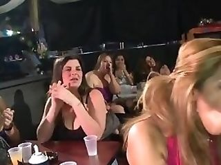 Dame Gets Fucked While Her Friends