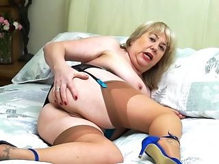 Granny Auntie Trisha Loves Masturbating For Her Audience