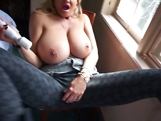 Horny Mummy Kelly Madison Opens Her Gams For A Solo Game