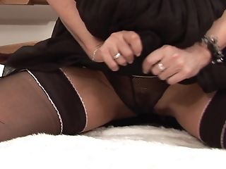 Horny Woman Christine Knows How To Make Her Labia Running In Rivulets Raw