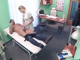 Wild Female Physician Determines To Have Hook-up With Her Lucky Patient